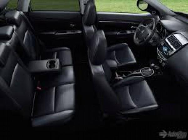 Mitsubishi Outlander Outlander Sport Thể Thao - Sang Trọng