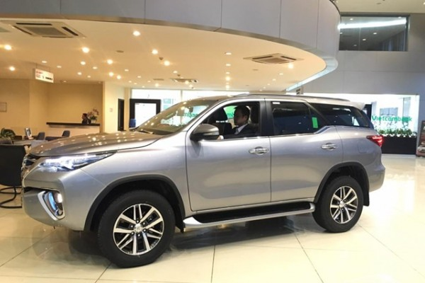 Toyota Fortuner Toyota Fortuner 2.7 AT Đủ Màu Giao Ngay