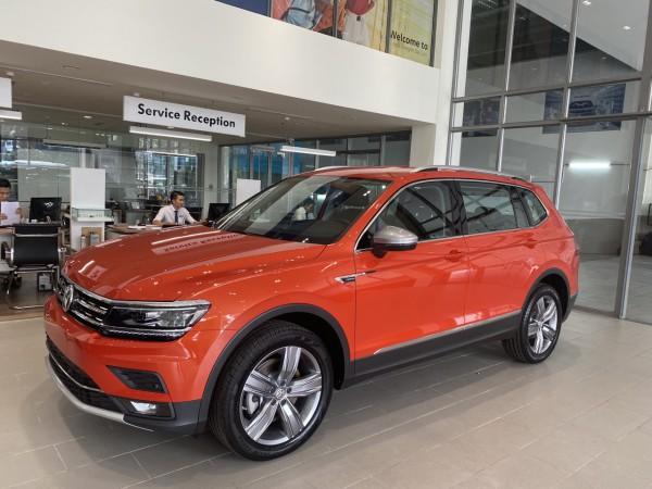 Volkswagen Tiguan mua xe tại nhà