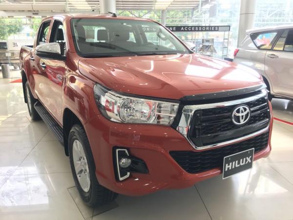 Toyota Hilux Toyota Hilux 2.4 AT Đủ Màu Giao Ngay