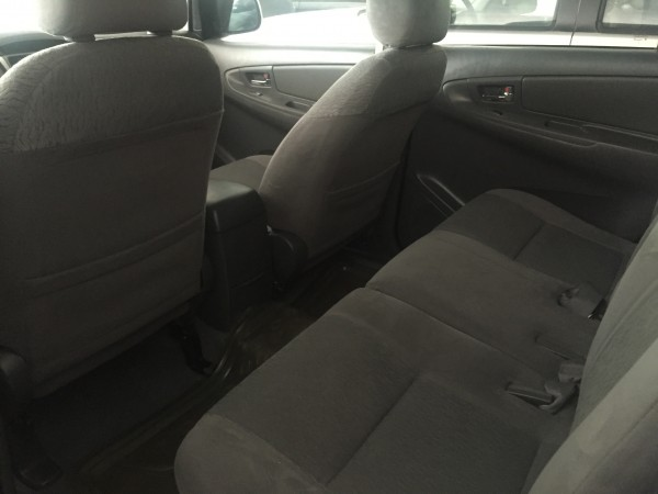 Toyota Innova Toyota Innova 2.0E, màu bạc,số sàn,2012