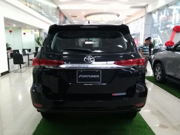 Toyota Fortuner 1 cầu màu đen 2017. LH Huy 0978329189
