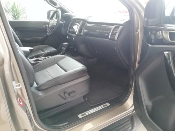 Ford Express Everest Titanium 4WD ưu đãi khủng 165tr