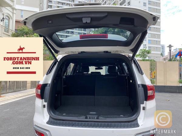 Ford Everest Titanium 2019 màu trắng rất đẹp