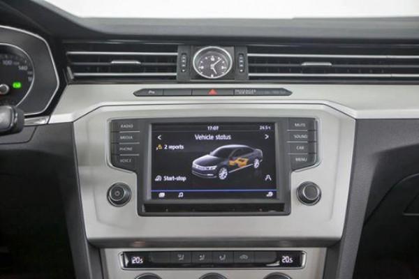 Volkswagen Passat Volkswagen Passat Trắng Ngọc Trinh