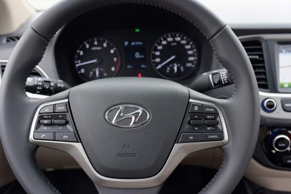 Hyundai Accent - Màu kem (be) - Tp.HCM - Giao Ngay
