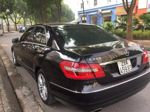 Mercedes-Benz E 250 đời 2010 màu đen, xe cực chất lượng
