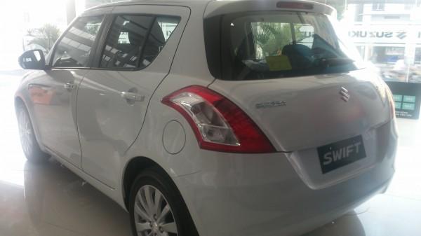 Suzuki Swift Xe du lịch Suzuki Swìt 5 chỗ màu trắng