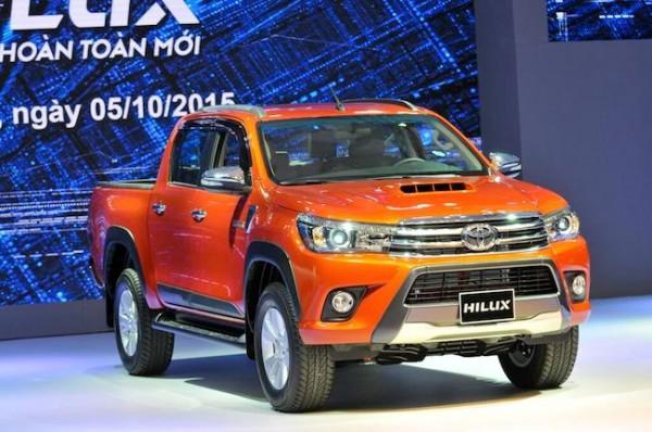 Toyota Hilux 2.8AT giá còn 850tr. LH Huy 0978329189
