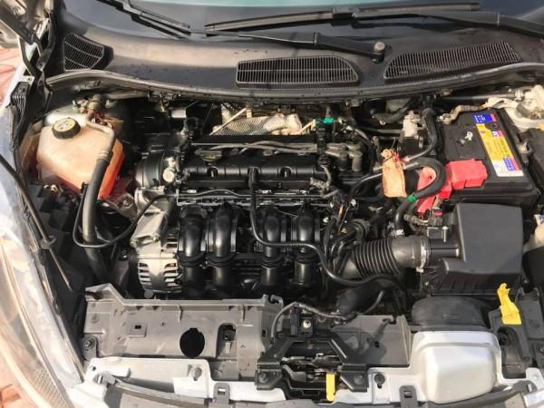 Ford Fiesta màu bạc, nội thất kem,sx và đk 2013