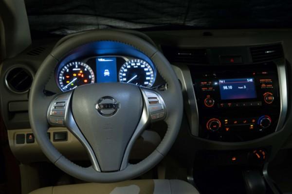 Nissan NP 300 Navara Np300 hoàn toàn mới