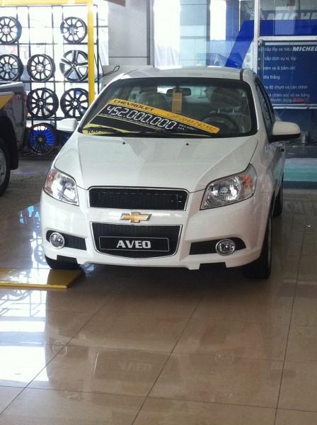 Chevrolet Aveo 1.5LT, nhiều màu lựa chọn