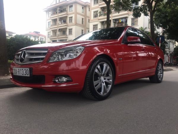Mercedes-Benz C 200 màu đỏ, đời 2010 lăn bánh 2011