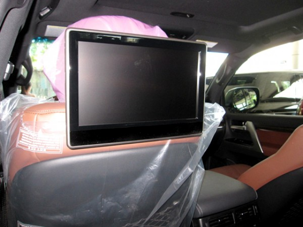 Toyota Land Cruiser v8 5.7 màu đen