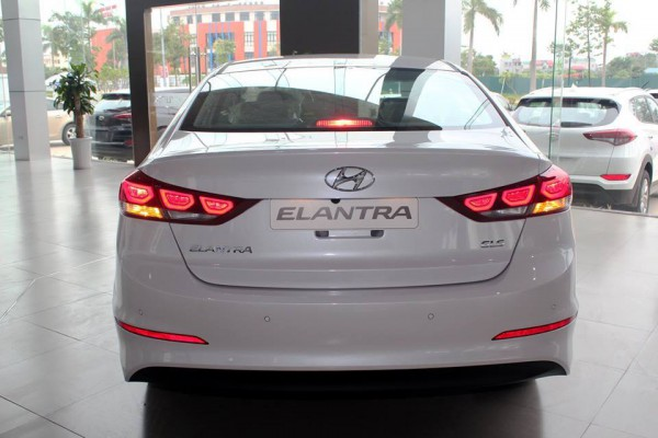 Hyundai Elantra 2017 mới xuất xưởng, giá tốt: 0938083204