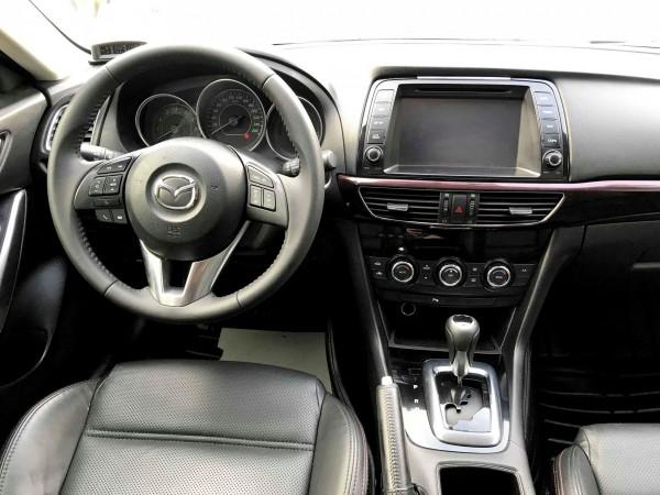 Mazda 6 - 2.0AT 2016, màu trắng, biển Hà Nội