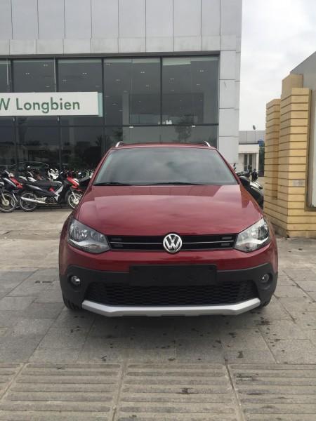 Volkswagen polo Cross màu đỏ Ruby