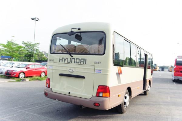 Hyundai Country Caunty Đồng Vàng 2016 phiên bản cốp rộng