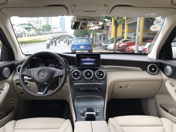 Mercedes-Benz glc300 2019 trắng