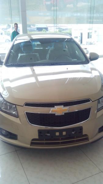 Chevrolet Cruze LS 2015 giảm đến 50 triệu
