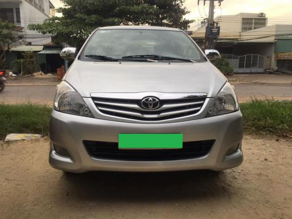 Toyota Innova 2011, số sàn, màu bạc