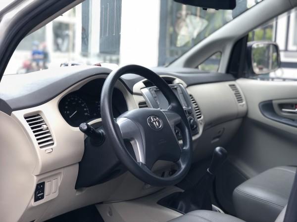 Toyota Innova sx 2015 màu bạc số tay biển tphcm