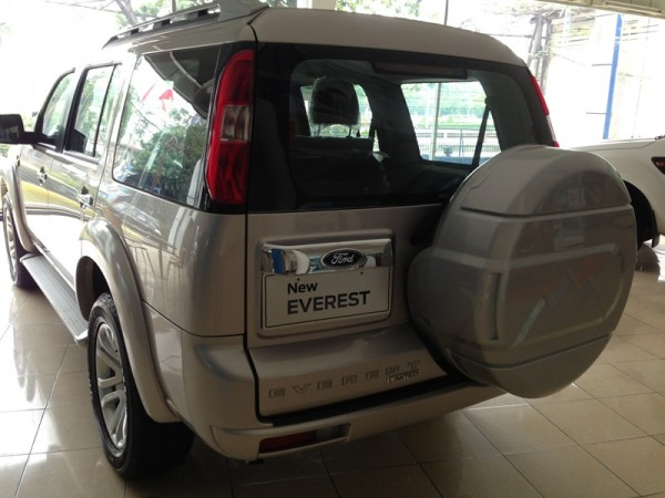 Ford Everest Everest 4x2 MT 2013 giá 740 triệu