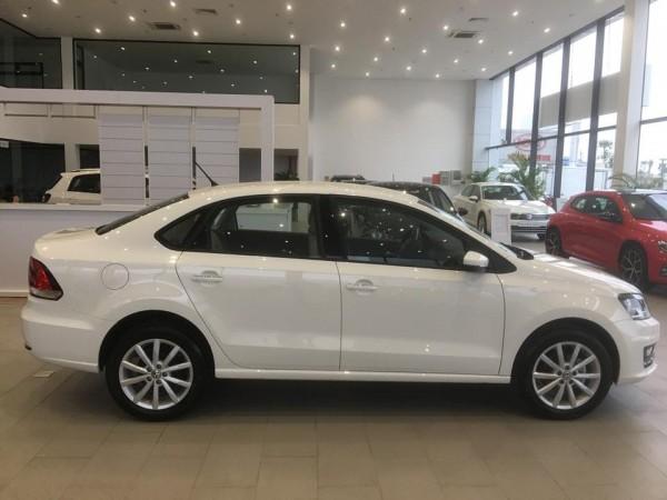 Volkswagen Polo sedan nhập khẩu nguyên chiếc