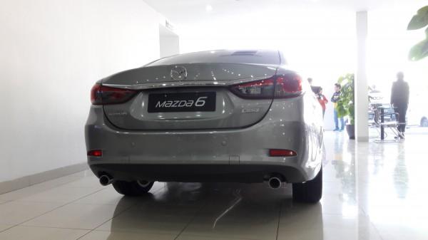 Mazda 6 2.5 màu bạc chỉ với 250 triệu đồng
