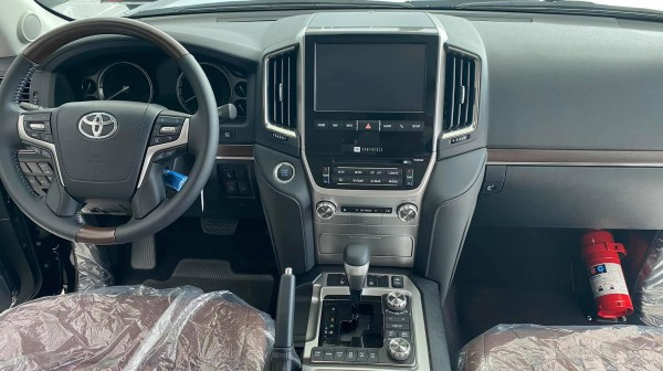 Toyota Land Cruiser Toyota Land Cruiser 5.7 VXS 8 chỗ 2021