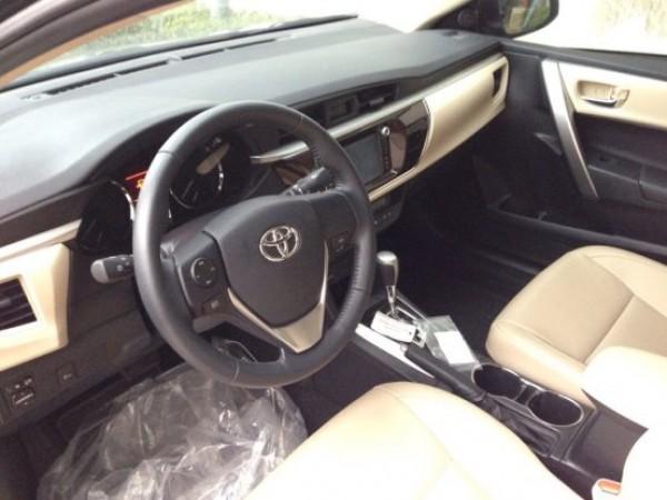Toyota Corolla Altis 1.8G 2015 GIAO XE NGAY