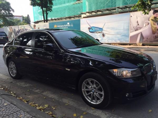 BMW 320 i đời 2011 xe nhập Đức, giá chỉ 680tr