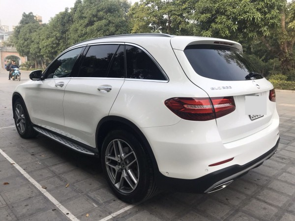 Mercedes-Benz GLC300 vin 2018 màu trắng, giá cực tốt