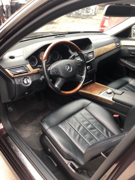 Mercedes-Benz E 300 năm 2009 đẹp xuất sắc