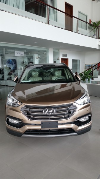Hyundai Santa Fe Hyundai Santa Fe 2017 giá tốt.xe có sẵn.
