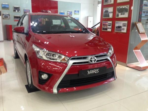 Toyota Yaris G màu đỏ số vô cấp 2016. LH 0978329189
