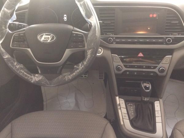 Hyundai Elantra Hyundai Elantra đủ màu giá cực tốt