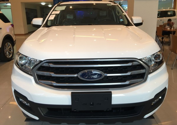 Ford Everest Ambiente 2019 trả trước 189tr