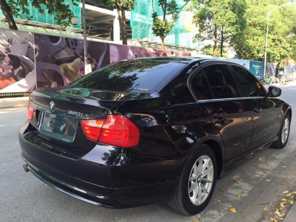 BMW 320 i 2011 màu đen, xe nhập Đức nguyên chiếc