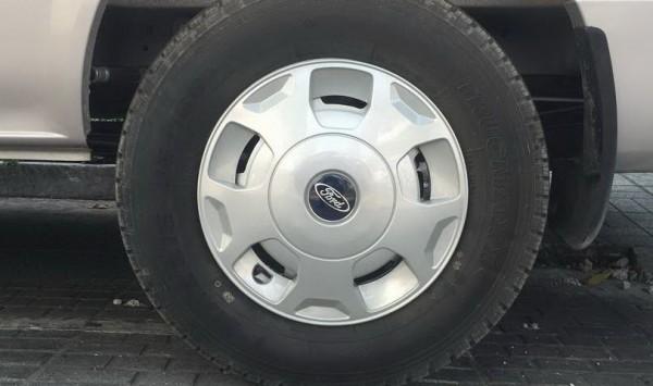 Ford Transit Kính Lùa Trung Cấp