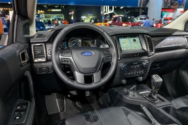 Ford Ranger Wildtrak 4x4 Bi Turbo trả trước 180tr