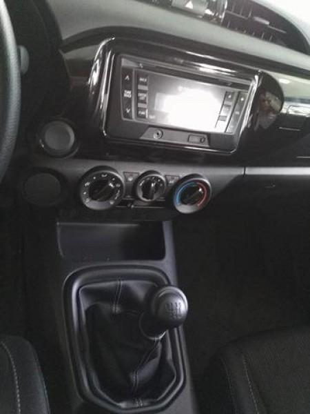 Toyota Hilux 2.4MT đời 2017 GIÁ TỐT. LH 0978329189