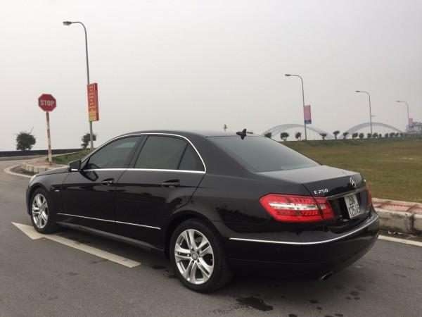 Mercedes-Benz E 250 đời 2010 màu đen, giá cực tốt