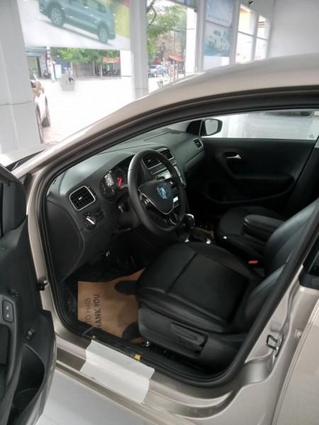 Volkswagen Polo nhập khẩu, giảm giá kèm p/k lên đến 80tr