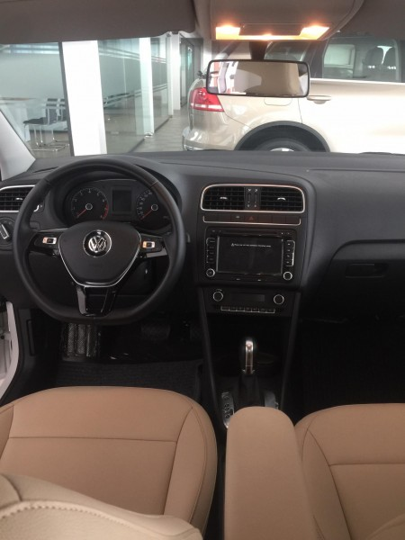 Volkswagen Polo hatchback nhập khẩu nguyên chiếc